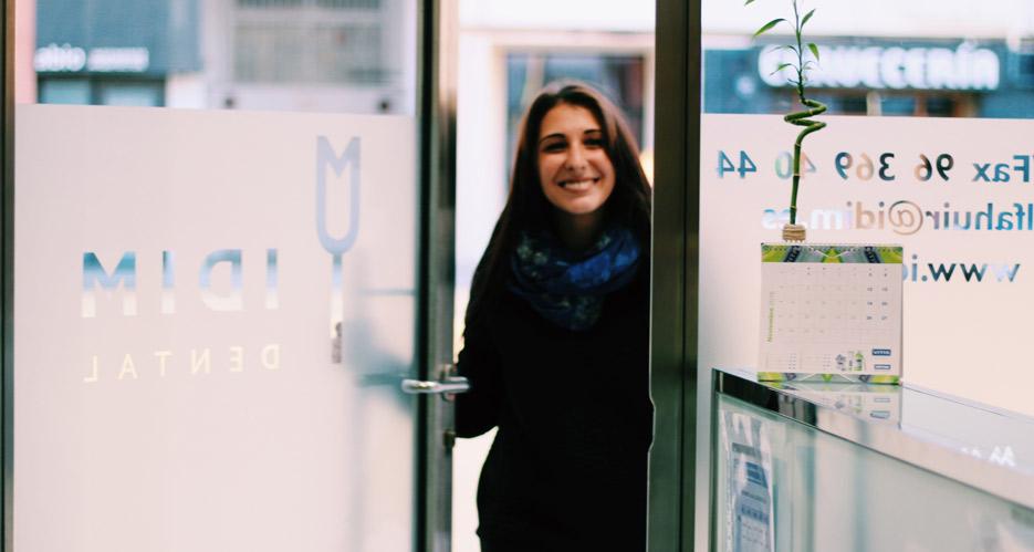 Visita paciente al dentista en Valencia